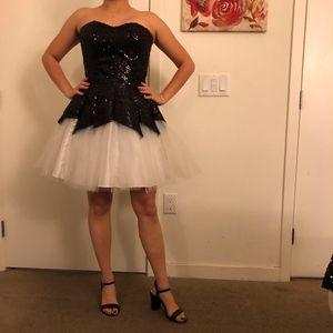 NEW Women's Black and White Detailed Shimmer Dress